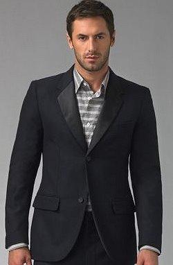 26d11b9ec7 Kabát vagy zakó vásárlásakor olyat válasszanak a magas férfiak – vagy akik  őket kísérik -, ami a csípő vonala alatt végződik.