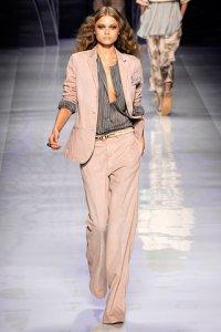 e64fd58567 FashionTime - Trend 2010 tavasz/nyár - Nadrágkosztüm